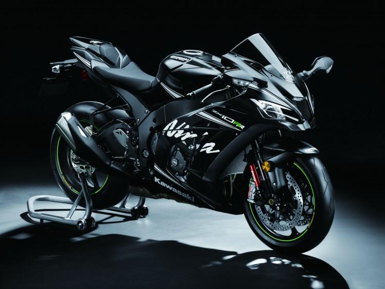 Consagrada nas pistas, Kawasaki Ninja ZX-10RR chega ao mercado brasileiro