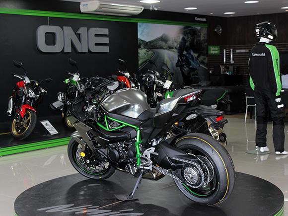 #KawaONE vende única Ninja H2 Carbon do Brasil.