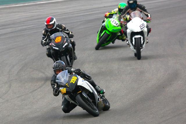 Matheus Barbosa vence Copa Kawasaki Ninja 300. Foto: Johanes Duarte