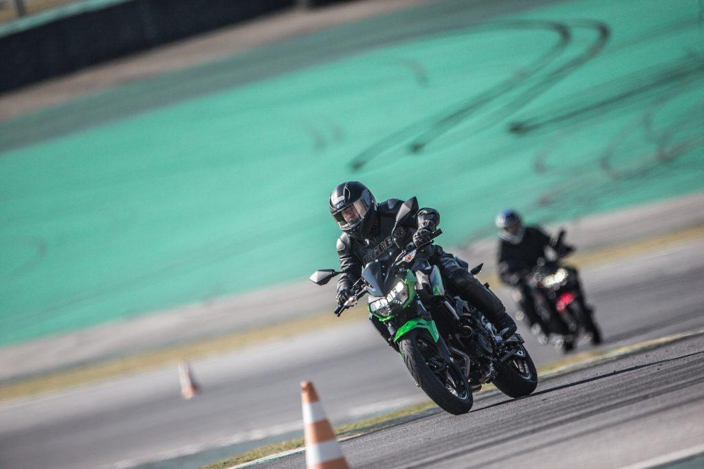 Kawasaki Z400 2020 - teste da Moto Adventure em Interlagos